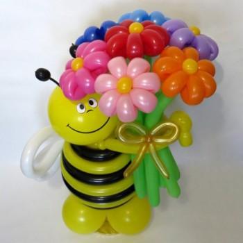 Пчёлка с букетом 7 ромашек