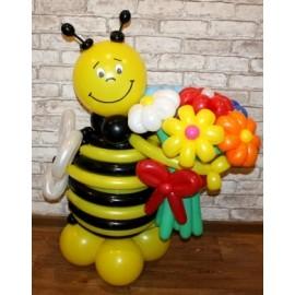 Пчёлка с букетиком 7 ромашек