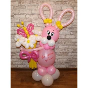 Розовый зайчик с букетом и бабочкой