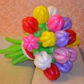 Букет 15 ярких тюльпанов