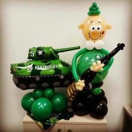 Солдатик с ружьём и танк