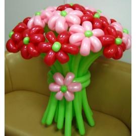 Букет 13 красно-розовых ромашек