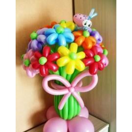 Букет 13 цветов с божьей коровкой
