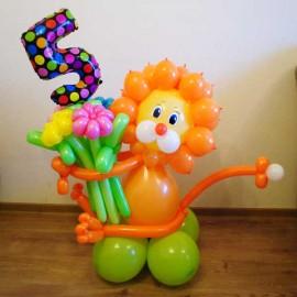 Львёнок с букетом и цифрой