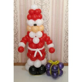 Санта Клаус с подарком