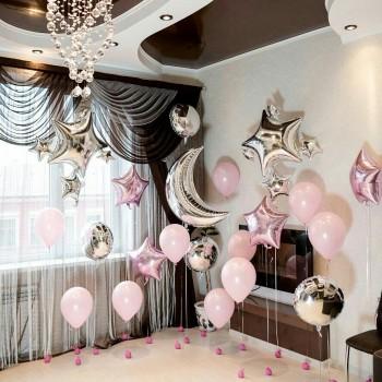 Фотозона из розово-серебряных шаров + месяц